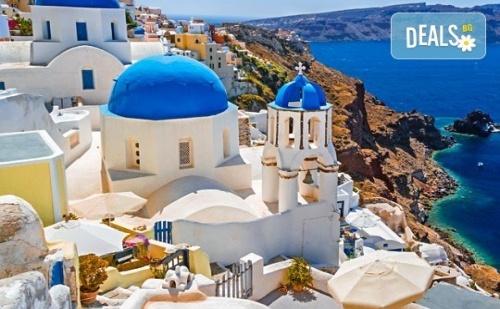 Почивка на Остров Санторини - Перлата на Егейско Море! 4 Нощувки със Закуски, Едната в Атина, Транспорт, Фериботни Такси и Билети!