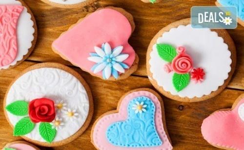 Половин или Един Килограм Романтични Декорирани Захарни Бисквити: Сърца и Рози от Muffin House!