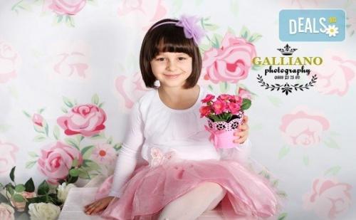 Професионална Фотосесия за Бебета и Деца в Студио с Красиви Декори с 35 Обработени Кадъра от Galliano Phothography