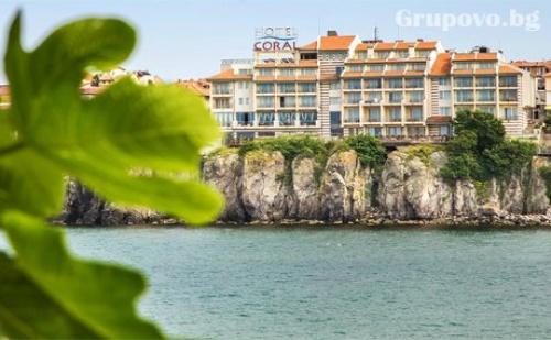Цяло Лято на Метри от Плажа в Созопол! Нощувка със Закуска + Вътрешен Басейн от Хотел Корал. Едно Дете до 11.99Г. Безплатно!
