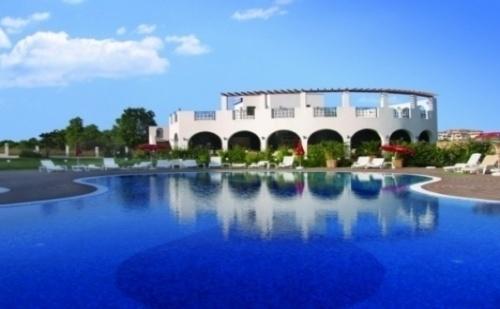 Предложение за Почивка в Черноморец - 2, 5 или 7 Нощувки със Закуски в Апартаментен Комплекс Коста Булгара 3* от 66 Лева на човек