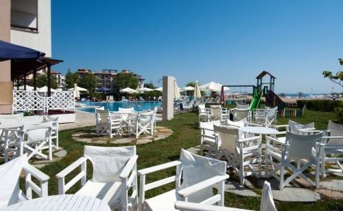 All Inclusive  на самия плаж в хотел Оазис Дел Маре - Лозенец за една нощувка, открит басейн и анимация за деца/ 24.05.2017 - 09.06.2017