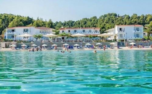 Почивка в Dolphin Beach Hotel, Халкидики - Касандра, на цена от 37.20 лв.
