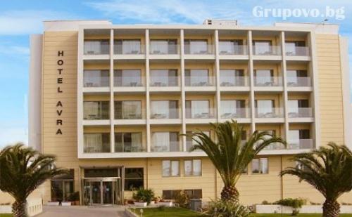 Нощувка със закуска за двама, трима или четирима на метри от морето в Хотел Rafina Avra****