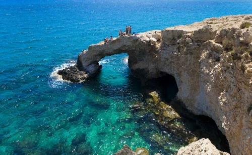 Самолетна Екскурзия до Кипър