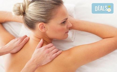 Отпуснете се с класически масаж на цяло тяло - гръб, ръце и крака в Beauty Studio Platinum