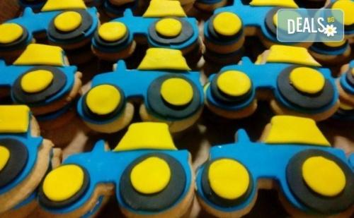 За Момчета! Вземете Половин или Един Килограм Бисквити за Момчета с Колички и Трактори от Muffin House!