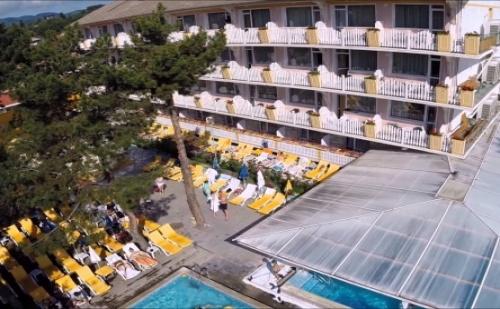 Почивка в Любим Хотел на Най-Добрите Цени - Аура*** Велинград! Нощувка със Закуска и Вечеря + Два Закрити и Един Открит Минерален Басейн, Джакузи, Сауна и Парна Баня!!!