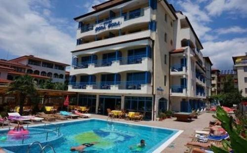 До края на Септември в Слънчев бряг! Нощувка със закуска + отопляем външен басейн в хотел Бора Бора - на 30 м. от плажа
