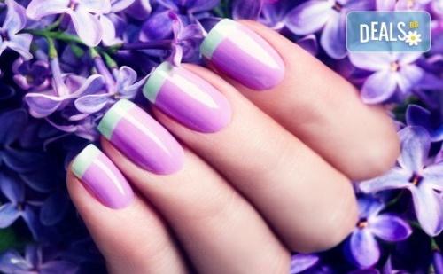 Ноктопластика чрез изграждане, маникюр с гел лак и 2 декорации или френски маникюр в салон за красота Reni nails