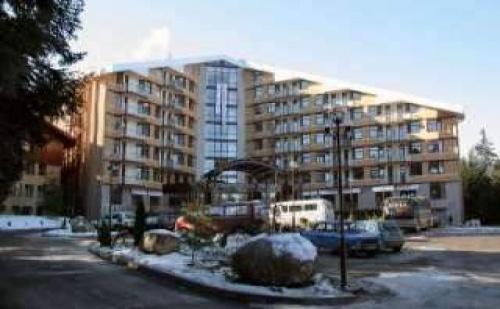 Нова Година в Боровец, 3 Дни със Закуски и Празнична Вечеря в Спа Хотел Флора