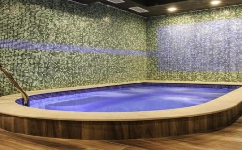 Топ Предложение за Ноемврийска Ваканция в Хотел Никол, Долна Баня! Нощувка със Закуска + Ползване на Външен Басейн с Топла Минерална Вода на Цени от 30лв. на човек!