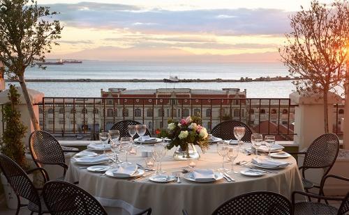 Луксозна Нова  Година в  Солун - Три Нощвуки за Двама със Закуски, Вечери и Гала Вечеря в Mediteranean Palace