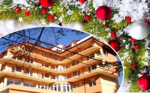 Коледа, Басейн и Спа с Минерална Вода. 1 или 2 Нощувки, Закуски и Празнични Вечери в Хотел Костенец.