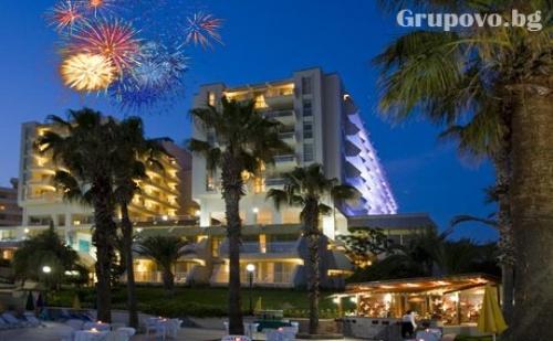 Нова Година в Кушадасъ! 4 Нощувки All Inclusive + Новогодишна Гала Вечеря от Хотел Fantasia De Luxe*****. Дете до 12Г. - Безплатно