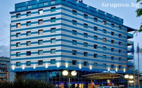 Релакс в <em>Бургас</em>. 1, 2 или 3 нощувки със закуски + уникален басейн, сауна, парна баня и джайузи в хотел Аква