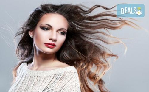 Подстригване, Кератинова или Хидратираща Терапия с Инфраред Преса, Подсушаване и Плитка или Оформяне със Сешоар в Bella Style!