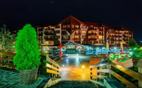 През Декември в Хотел Белведере Холидей Клуб ****! Нощувка със Закуска и Вечеря + Ползване на Вътрешен Басейн и Спа Център на Цени от 45лв. на човек!