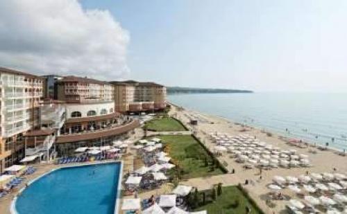 На плажа в <em>Обзор</em> с Аквапарк, All inclusive през юли и август с плаж в Сол Луна Бей Маре Ризорт