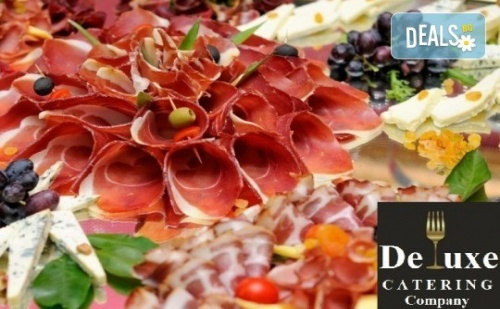 75 или 125 Броя Коктейлни Хапки с Богати и Разнообразни Вкусове, Красиво Аранжирани и Готови за Сервиране от Делукс Кетъринг Къмпани!