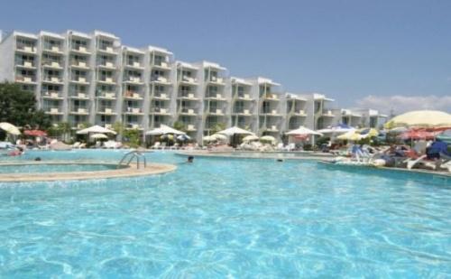 Ранни записвания за почивка на първа линия в  хотел Лагуна Бийч**** <em>Албена</em>! Нощувка на база All inclusive + чадър и шезлонг на плажа и басейна!!!
