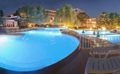 Ранни записвания за почивка в  <em>Албена</em> - хотел Вита Парк *** ! Нощувка на база All inclusive + чадър и шезлонг на плажа и басейна+ безплатен вход за Аквапарк Аквамания!!!