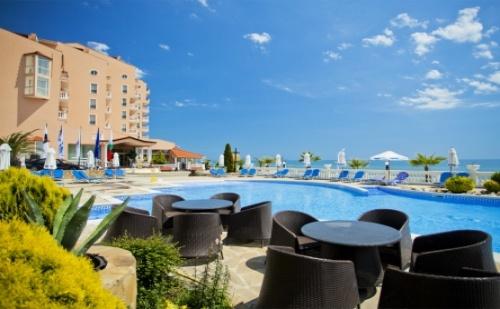 Ранни записвания за морска почивка на първа линия - хотел Роял Бей**** Елените! Нощувка на база All inclusive + чадър и шезлонг на плажа и басейна + безплатен вход за Аквапарк!!!  ...
