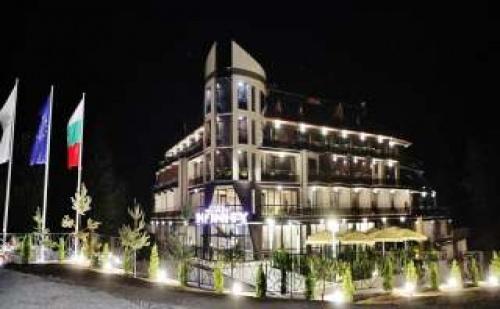 Зимна Почивка във Велинград, 2 Нощувки за Двама през Седмицата с Термални Басейни и Спа Процедури в Инфинити Хотел Парк и Спа