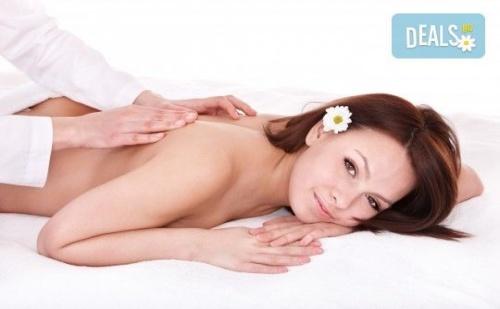 Болкоуспокояващ Масаж на Цяло Тяло с Билки, Алое, Рефлексотерапия на Ходила и Длани в Massage and Therapy Freerun!