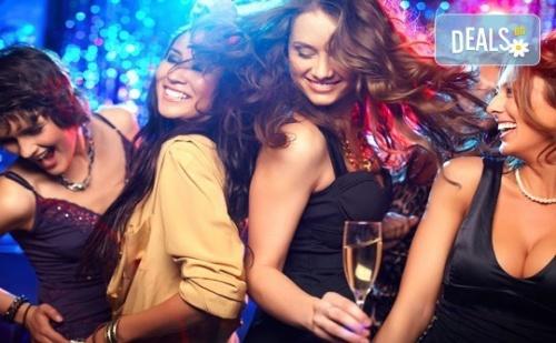 За Вашето Фирмено Парти или Рожден Ден! Наем на Цял Етаж от Клуб Conxole за 4 Часа за 12 Човека, Игри и Неограничен Брой Алкохолни и Безалкохолни Напитки!