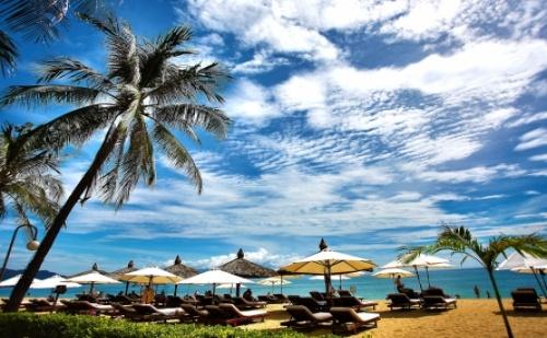 Ранни Записвания за Невероятна Почивка на <em>Елените</em> - Вили Роял Каса! Нощувка със Закуска и Вечеря + Чадър и Шезлонг на Плажа и Басейна + Безплатен Аквапарк!!!