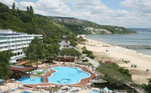Ранни Записвания  База All Inclusive в Хотел Арабела Бийч 4* <em>Албена</em>! Почивка на Морския Бряг + Безплатно 1 Чадър и 2 Шезлонга на Плажа или Басейна!