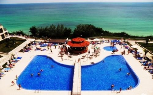 Ранни Записвания за Хотел Бяла Бийч Резорт**** Бяла! 1 Нощувка на База All Inclusive + Чадър и Шезлонг на Плажа на Цени от 64.50 лв!