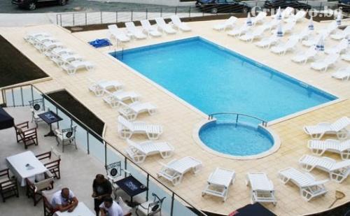 Цяло Лято на Море в <em>Царево</em>! Нощувка със Закуска и Вечеря + Басейн, Шезлонг и Чадър в Хотел Марая - на 150М. от Плажа