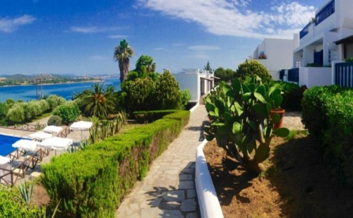 Промо Оферта за 10-15 Юни на Остров Амуляни, в Еко Х-Л Agionissi Resort 4*- 5 Нощувки, Закуски и Вечери!