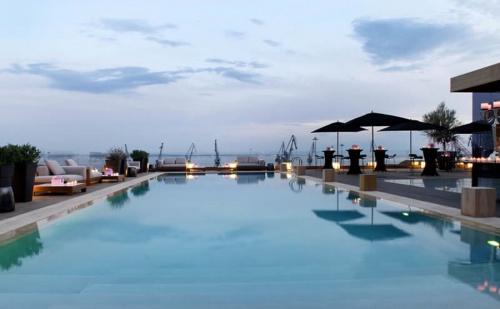 Великден в Солун - The Met Chandris Hotel  за 3 Нощувки със Закуска, Вечеря и Празничен Обяд, Безплатен Транспорт до Площад Аристотел и Ползване на Хамам, Закрит Басейн и Фитнес  ...