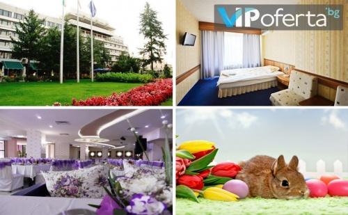 Двудневен и Тридневен Пакет със Закуски и Вечери + Празничен Обяд и Спа в Хотел Казанлък***