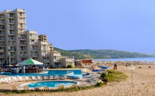 Лятна Почивка на Първа Линия в <em>Албена</em> - Хотел Елица***! Нощувка на База All Inclusive + Чадър и Шезлонг на Плажа и Басейна + Детска Анимация!!!