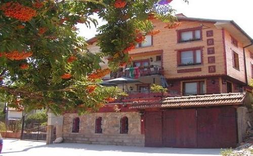 Една или Две Нощувки, Закуски и Вечери + Напитка в Арт - Хотел Калина, Говедарци