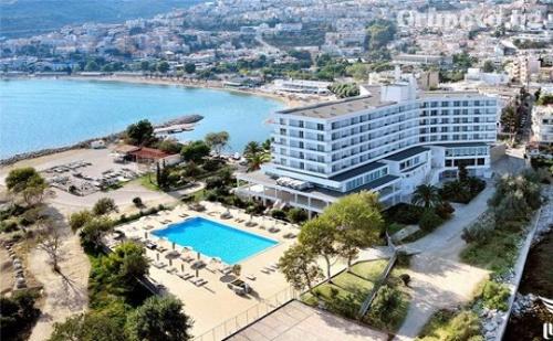Юни на Първа Линия в Lucy Hotel*****  в <em>Кавала</em>, Гърция – Нощувка със Закуска или Закуска и Вечеря!