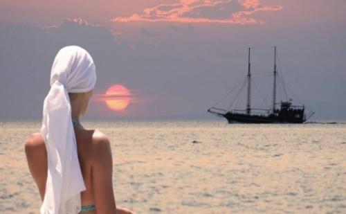 Слънчев Великден на Халкидики, в Петзвездния Simantro Beach Hotel 5*, Касандра! 3 Нощувки, Закуски, Вечери и Празничен Обяд!