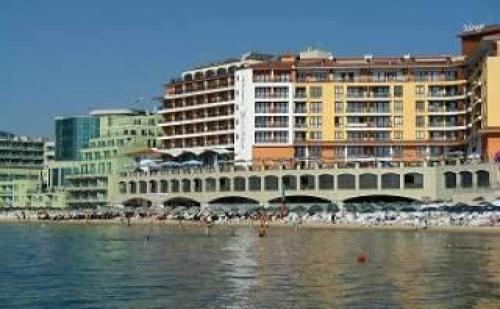 Топ Почивка на Първа Линия в Несебър, 5 Дни със Закуска до 06.07 и След 25.08 в Хотел Мираж