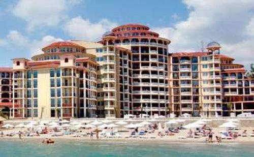На Първа Линия в Елените с Безплатен Плаж, All Inclusive до 11.07 с Аква Парк от Хотел Андалусия