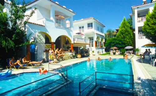 Цяло Лято на 75 М. от Плажа в Ситония! Нощувка със Закуска + Басейн в Хотел Melissa Gold Coast