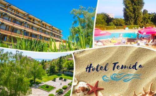 Лято в К.к. Чайка - Златни Пясъци! Нощувка + Басейн в Хотел Темида