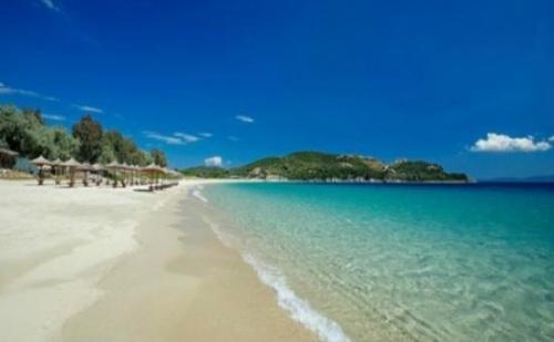 Промо! Морска Почивка на Остров Амуляни, Халкидики в Agionissi Resort 4*-5 Нощувки, с Включени Закуски и Вечери от 10 до 15 Юни 2018!