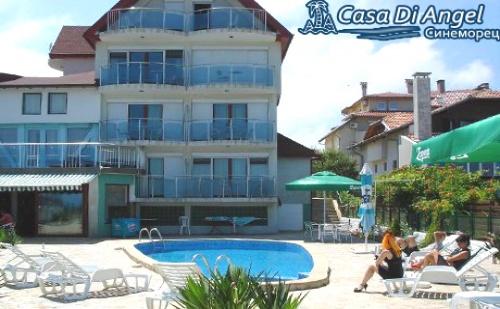 Юли в <em>Синеморец</em>!  Нощувка, Закускa и Вечеря* за Двама или Четирима в Хотел Casa Di Angel