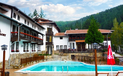 Лято в Троянския Балкан. 3, 5 или 7 Нощувки, Закуски и Вечери + Минерален Басейн и Релакс Пакет в Хотел Алфаризорт Чифлика