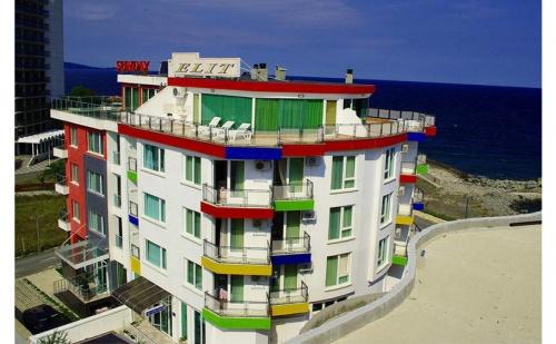 Първа Линия в Китен през Юни. Нощувка, Закуска и Вечеря в Хотел Елит, на 150М от Плаж Атлиман
