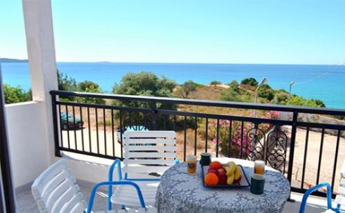 Цяло Лято на 100 Метра от Плажа в Лименария, о.<em>Тасос</em> - Нощува в Двойна, Тройна или Четворна Стая в Studios Voulis!